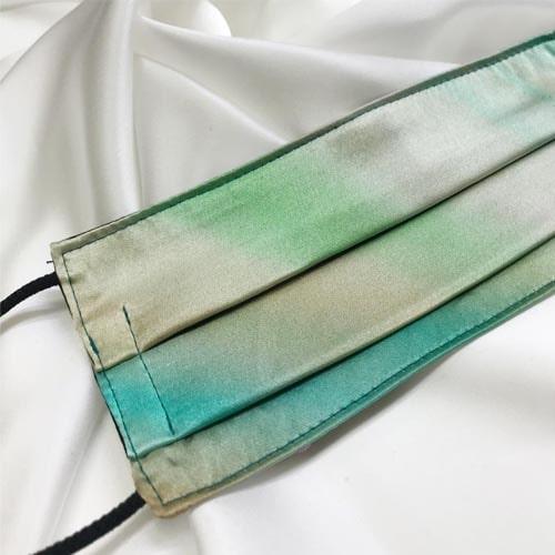 Mascarilla homologada de seda pintada a mano difuminada verde