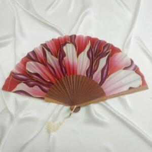 Abanico de seda grande pintado a mano con flor grande roja