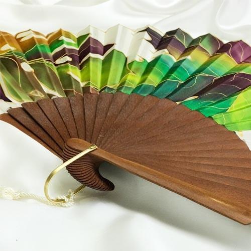 Abanico de seda grande pintado a mano con hojas otoñales mixtas