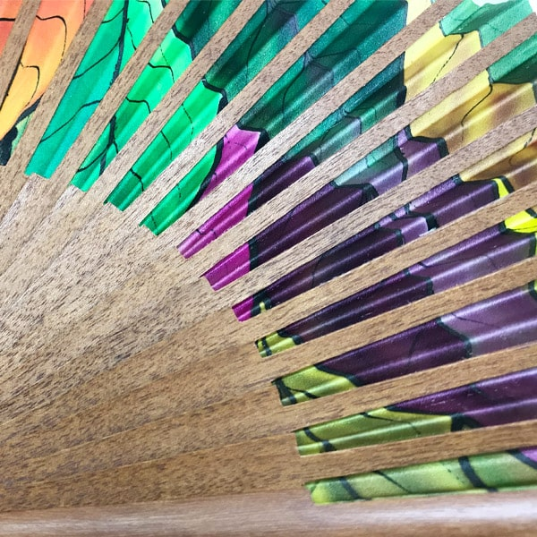 Abanico de seda mediano pintado a mano con hojas otoñales