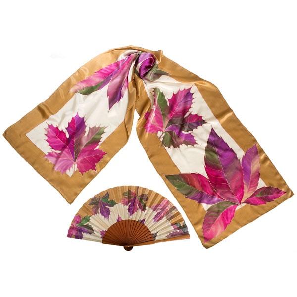 Conjunto de seda pintado a mano de fular y abanico