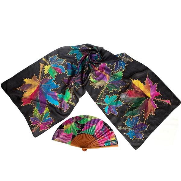 Conjunto de seda pintado a mano de fular y abanico de hojas