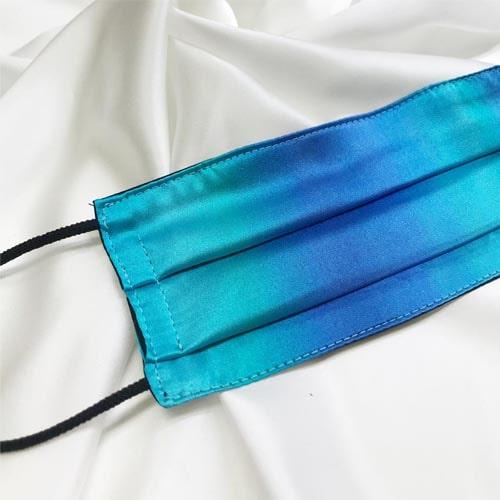 Mascarilla homologada de seda pintada a mano difuminada azul