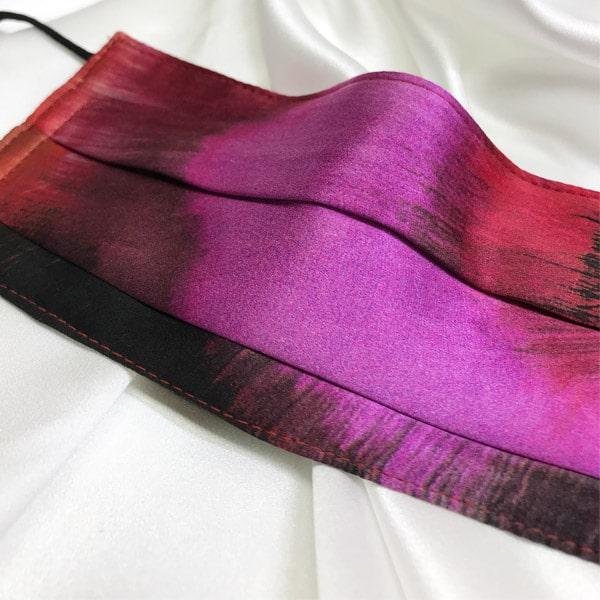 Mascarilla homologada de seda en estampado rosa y negro