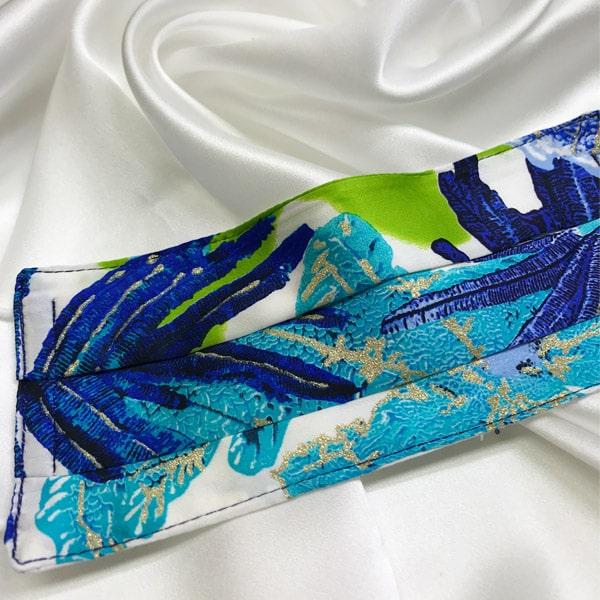 Mascarilla homologada de seda con estampado azul