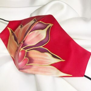 Mascarilla homologada de seda pintada a mano con flor salvaje
