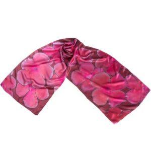 Fular de seda pintado a mano con flores en tonos rosas y granate