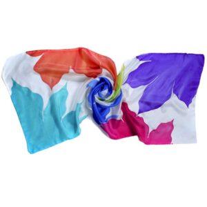 Fular de seda pintado a mano con lirios multicolor