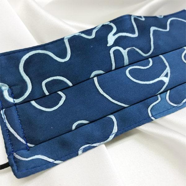 Mascarilla homologada de seda pintada a mano geométrico azul