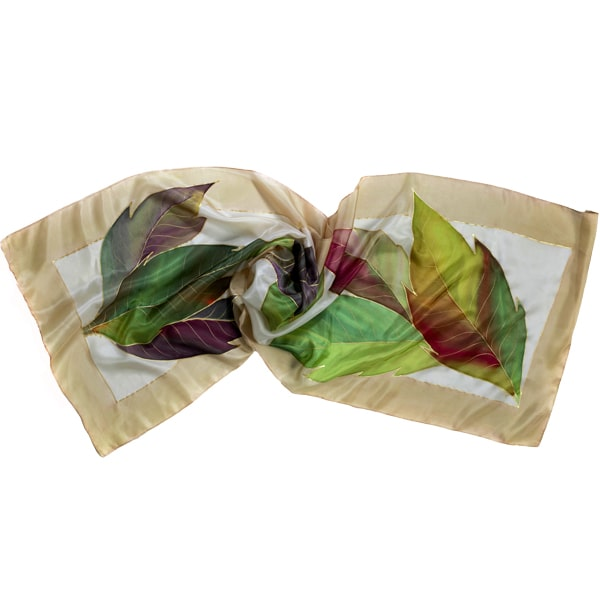 Fular de seda pintado a mano con hojas lanceoladas y greca