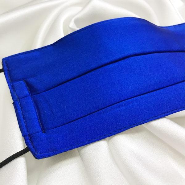 Mascarilla homologada de seda pintada a mano para hombre azul fuerte