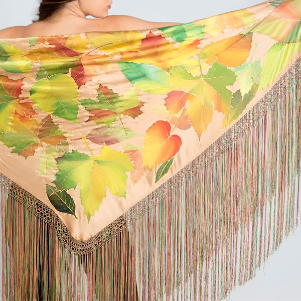 Mantón de seda pintado a mano con hojas otoñales mixtas