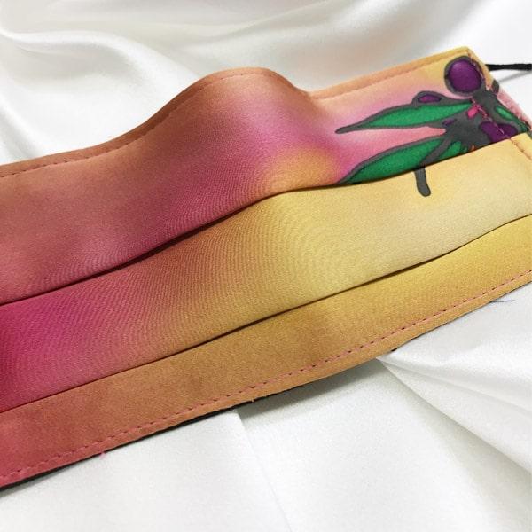 Mascarilla homologada de seda pintada a mano con olivos