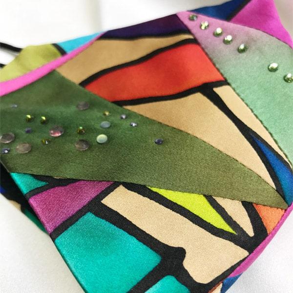 Mascarilla homologada de seda pintada a mano Patchwork y Swarovski