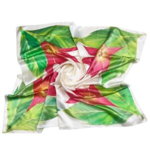 Pañuelo de seda pintado a mano con decoración de flores y hojas