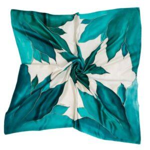 Pañuelo de seda pintado a mano decorado con lirios verdes