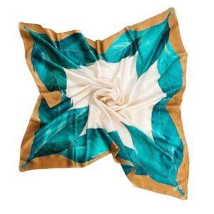Pañuelo de seda pintado a mano decorado con hojas lanceoladas