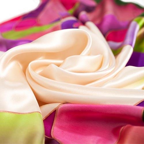 Pañuelo de seda pintado a mano estilo Kandinsky nudé