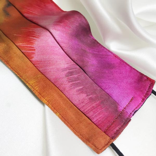 Mascarilla homologada de seda en estampado cámel y rosa