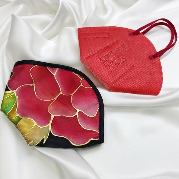 Funda para mascarilla FPP2 de Seda pintada a mano con flor roja