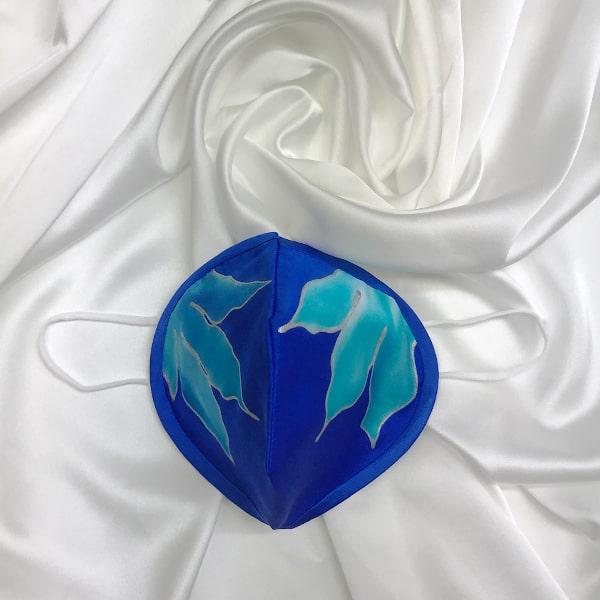 Funda para mascarilla FFP2 de Seda pintada a mano lirios azules