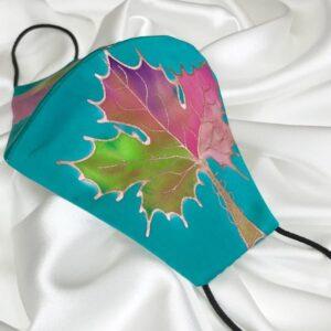 Mascarilla homologada de seda pintada a mano con hoja