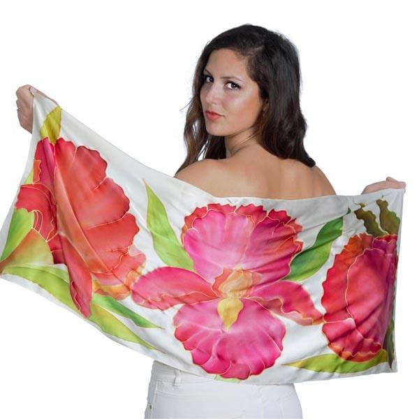 Fular de seda pintado a mano con orquídeas y hojas