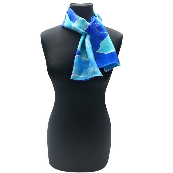 Fular pañuelo de seda pintado a mano con lirios azules