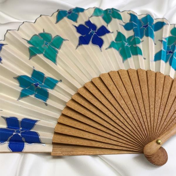 Abanico de seda pintado a mano con flores Thyss