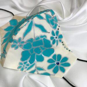 Mascarilla homologada de seda pintada a mano con flores azules