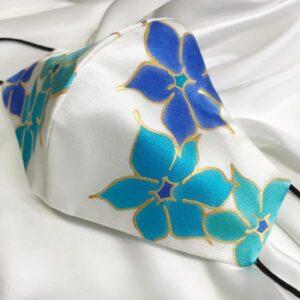 Mascarilla homologada de seda pintada a mano con flores Thyss azules