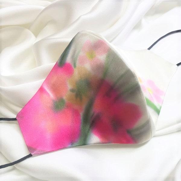 Mascarilla homologada de seda pintada a mano con flores