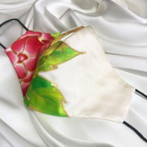 Mascarilla homologada de seda pintada a mano con flor roja