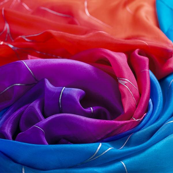 Maxifular de seda pintado a mano con nervio de arcoiris
