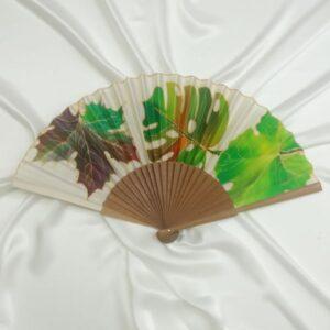 Abanico de seda pintado a mano con hojas mixtas otoñales