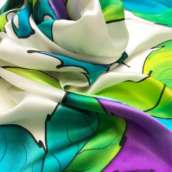 Fular de seda para mujer pintado a mano con hojas